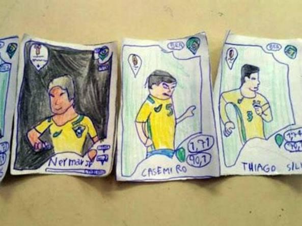 A 8 anni disegna il suo album dei Mondiali Panini e viene premiato