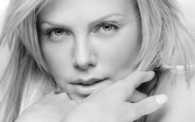 Il 7 agosto 1975 nasce Charlize Theron