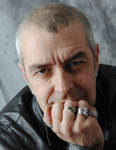 L'11 maggio 1965 nasce Davide Van De Sfroos