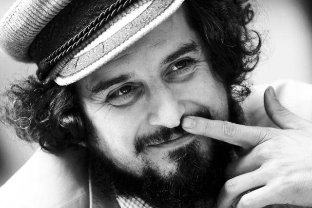 Il 14 dicembre 1965 nasce Vinicio Capossela
