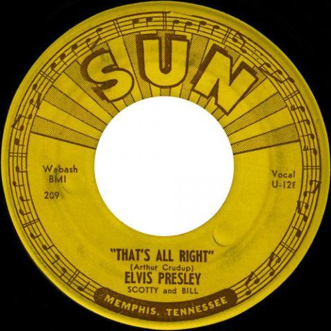 Elvis Presley pubblica il primo singolo