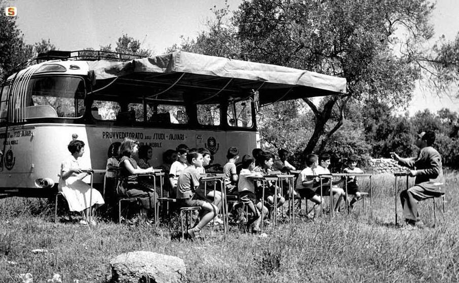 Paidobus, quando in Sardegna la scuola era su quattro ruote