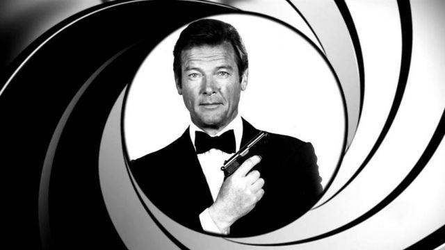 Cosa accade se James Bond incontra un bimbo in aeroporto?